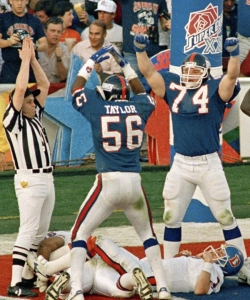 Erik Howard celebrates with Lawrence Taylor after a Giants safety in Super Bowl XXI.
